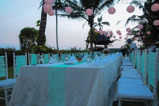 Wedding dinner in garden